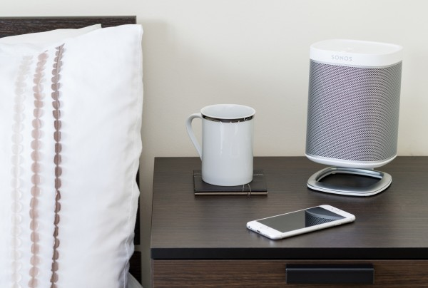 Desk-Stand-8-with-SONOS-white-lifestyle-bedroom-157f505aab5e7a